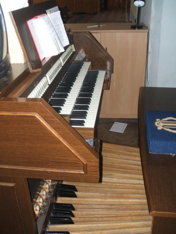 Forbes & Associates - Britson Organs - Model D103LRT